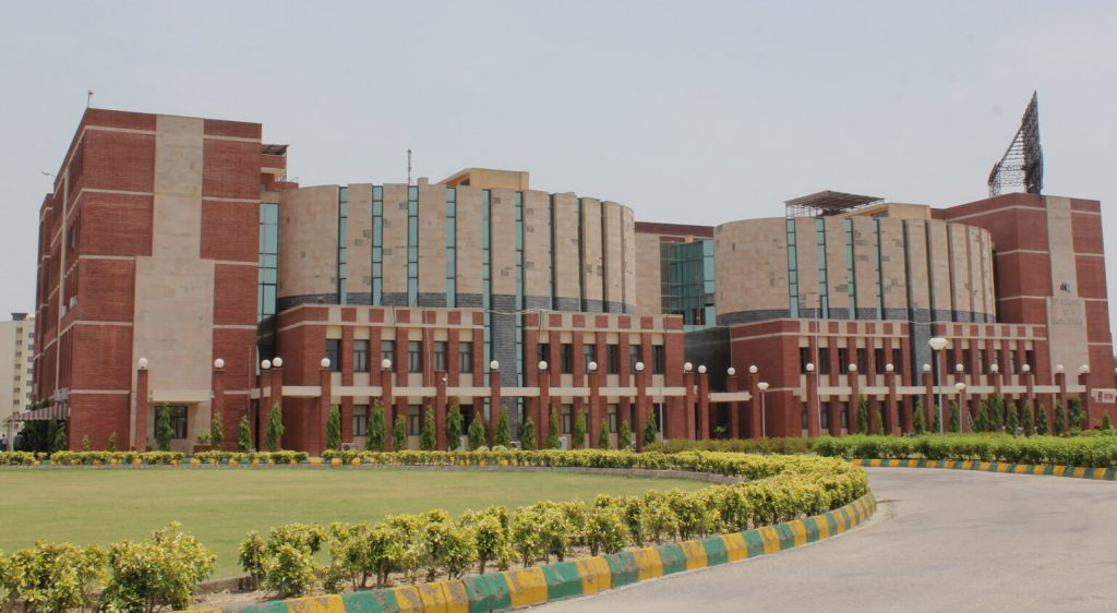 AMITY UNIVERSITY ONLINE MBA IN INDIA
